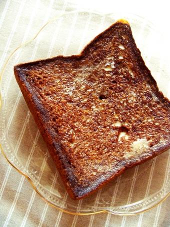 『ムッシュイワン』のミネラル黒蜜食パン