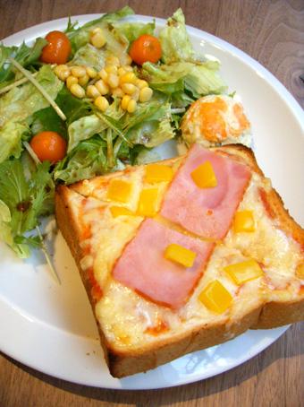 『Cafe Cross Point(カフェ クロスポイント)』のピザトースト