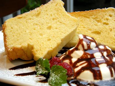 『Cafe Cross Point(カフェ クロスポイント)』のシフォンケーキ