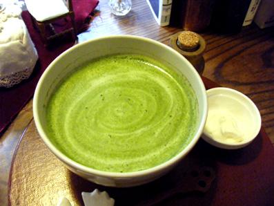 『喫茶去 一芯二葉(きっさこ いっしんによう)』の抹茶のロイヤルミルクティ