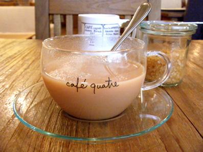 『カフェ・キャトル』のチキンとれんこんのピタパン