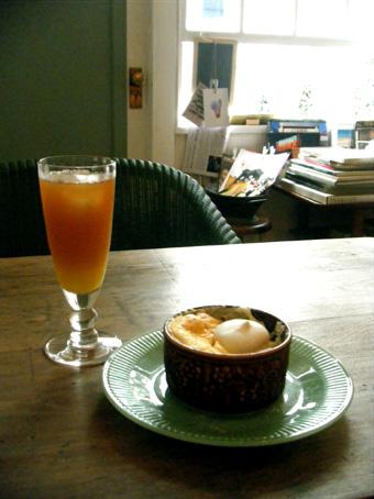『カフェ分福(ぶんぶく)』のスフレチーズケーキ