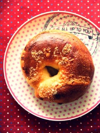 『ムッシュイワン』のWチーズベーグル