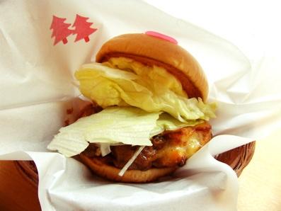 『モスバーガー』の胡麻だれチキンバーガー
