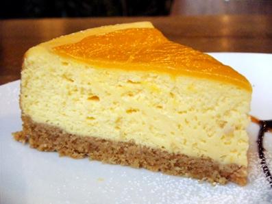 『Cafe Hi famiglia(カフェ ハイファミリア)』のマンゴーのチーズケーキ