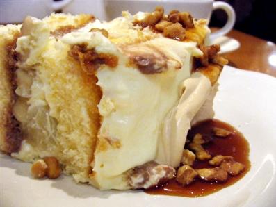 『アフタヌーンティー・ティールーム』のキャラメルブリュレとチョコレートのショートケーキ