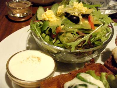 『ティーサロン ジークレフ』のチキンとほうれん草のクリームソースのワッフル
