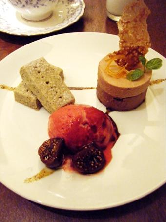 『ティーサロン ジークレフ』の濃厚チョコレートムースのデザートプレート