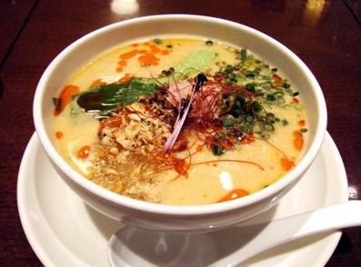 『HONG KONG SWEETS 果香(かか)』の高菜白ごま担担麺