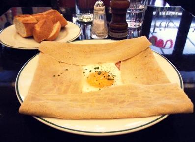 『オー・バカナル』のハム、チーズ、卵のそば粉のガレット