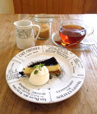 『カフェ・キャトル』のバニラチーズケーキ