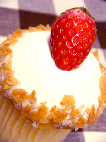 『momen(もめん)』のショートケーキ