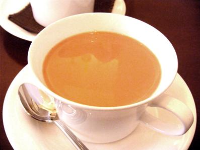 『PRIUS CAFE(プリュスカフェ)』のロイヤルミルクティー