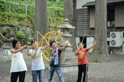 竹の弓矢で遊んだりもしました