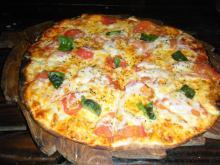 トマトとチーズのピザ♪