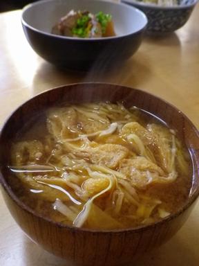 キャベツ・油揚げの味噌汁