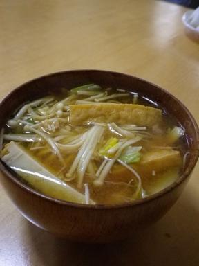 厚揚げと白菜、えのきの味噌汁