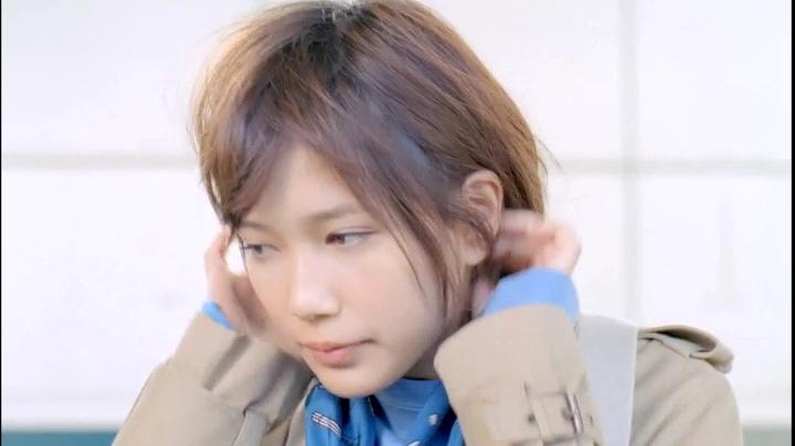 2代目【GTO】神崎麗美(本田翼)C1000のCMに登場!髪を整える神崎