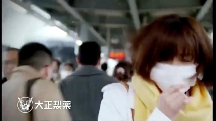 東はるみ(黛英里佳)パブロン鼻炎カプセルSに登場、間髪入れずクシャミ連発