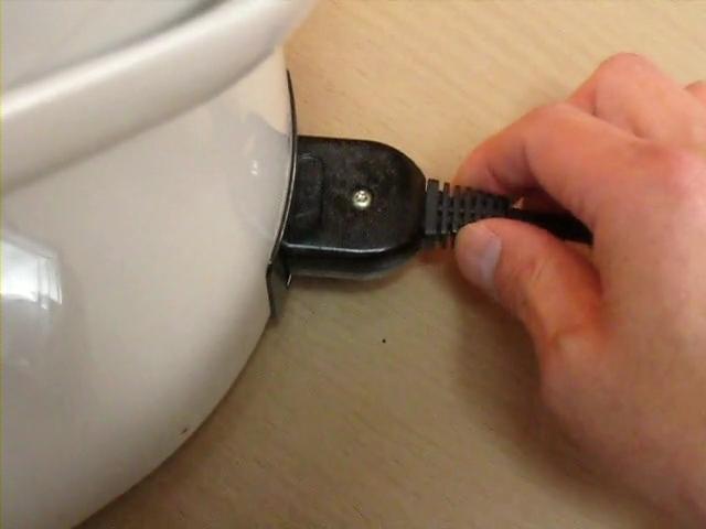 電気ポット、クエン酸で綺麗に洗浄する方法!クエン酸を入れたらポットのスイッチを入れる