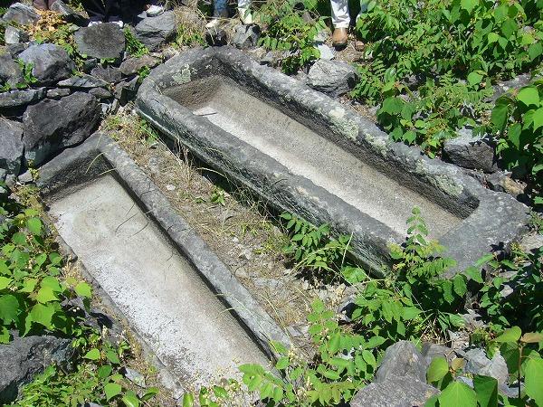 積石塚古墳2の棺