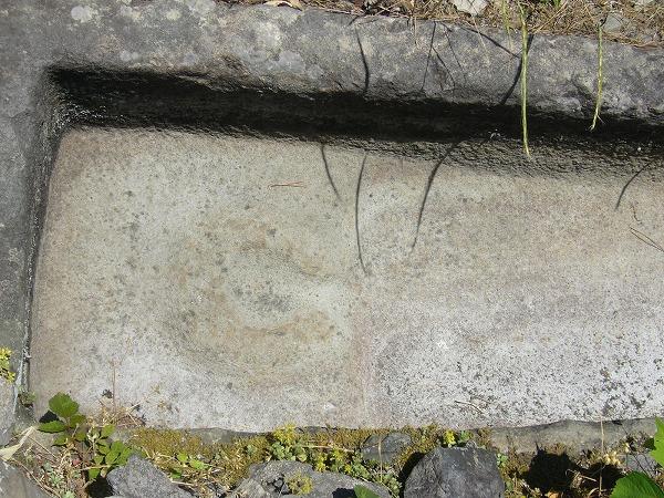 積石塚古墳2の棺の枕