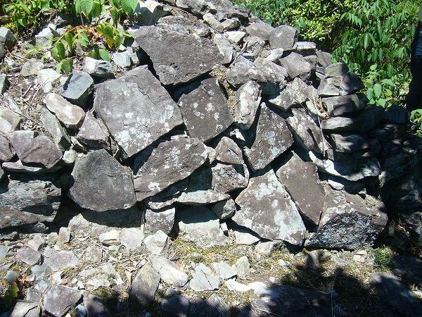 積石塚古墳当時積んだ石