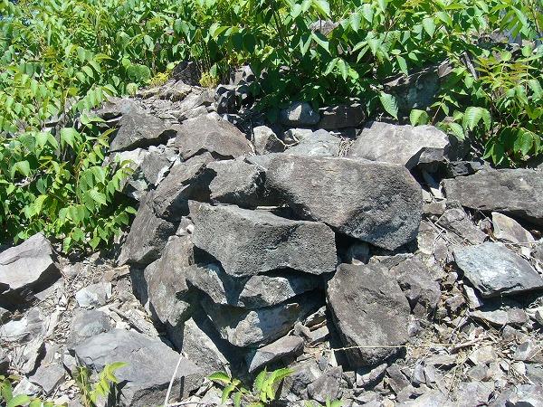 積石塚古墳当時積んだままの石