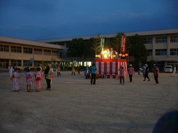 夕方7時盆踊り始まり