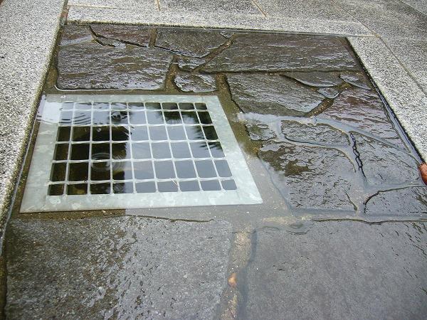 雨水の流れが間に合いません
