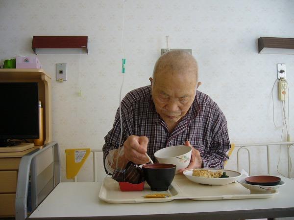 パクパク食べる義父(病院食)25.9.16昼
