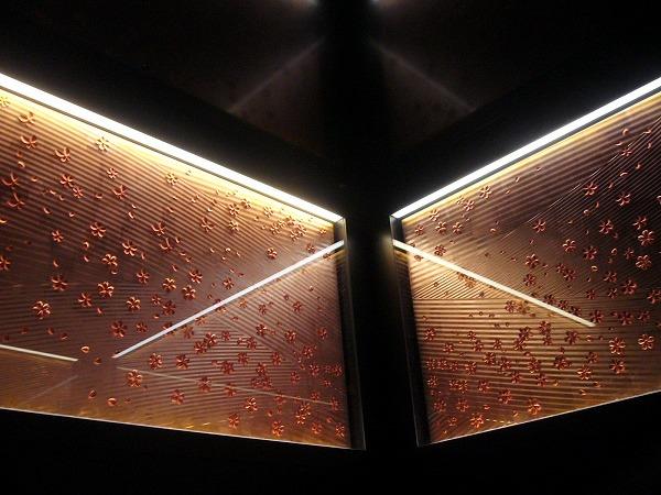 行きは、さくらのエレベーターで