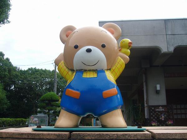 門の上の熊さん