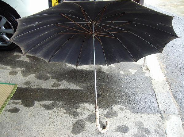 65年前の大きな男の雨傘
