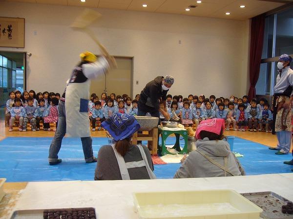 餅つき幼稚園25.12.13