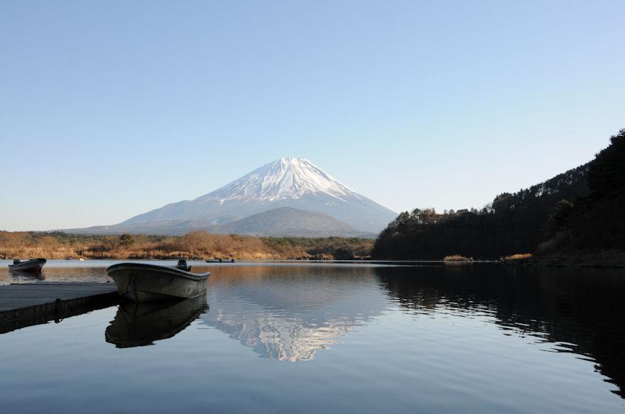 逆さ富士とボート