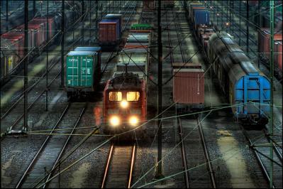 電車 線路 夕方 ライト