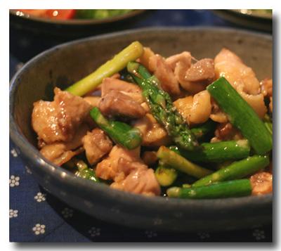 鶏もも肉とアスパラの塩麹炒め