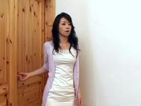 他人の妻たち~yourfilehost~:【娘の友人と動画】淫乱な美人妻 娘の友人にエッチを教えて・・・