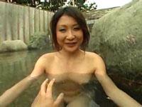 日日是熟エロ:巨乳熟奥様と温泉宿で不倫旅。屋外露天で思いっきりハメ倒し