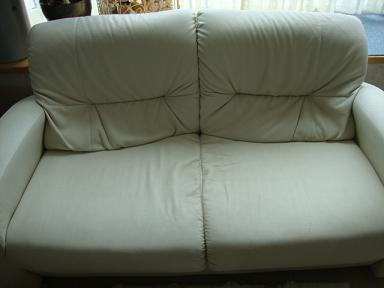 カバー前のソファ