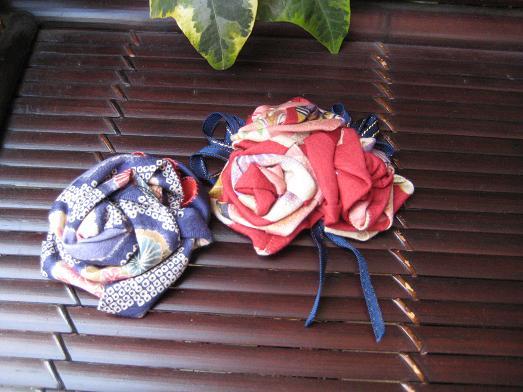 花のブローチ