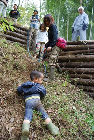 森と寺子屋のようちえん体験会 (探検2)