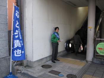 朝立ち①(八幡駅西口)_convert_20120209080408