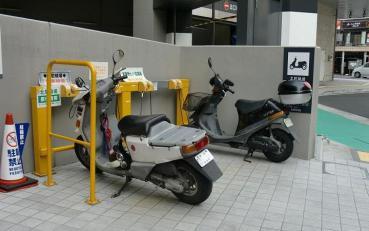 新静岡CENOVA(自動二輪車駐車場)バイクパーキング