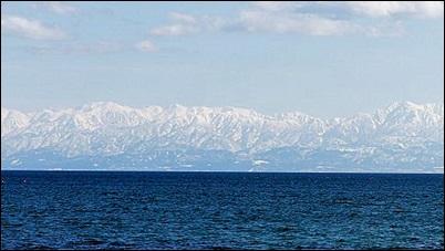 富山湾から臨む冬の立山連峰