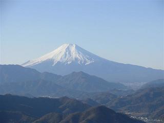 快晴の中の雄大な富士山