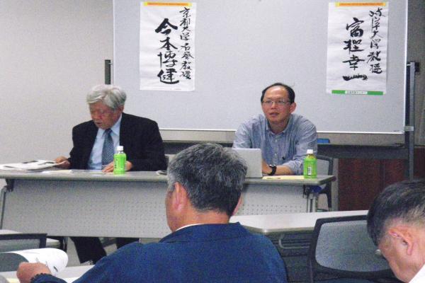 報告者の今本先生(左)と富樫先生