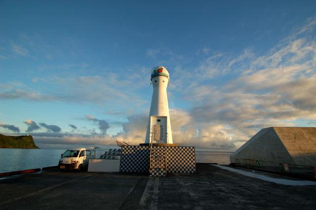岡田港灯台