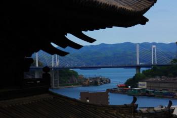 尾道坂道 塔と吊橋の曲線